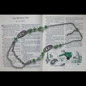 ✨HP!✨ FREE WITH $30+ PURCHASE! 💚 Green Necklace